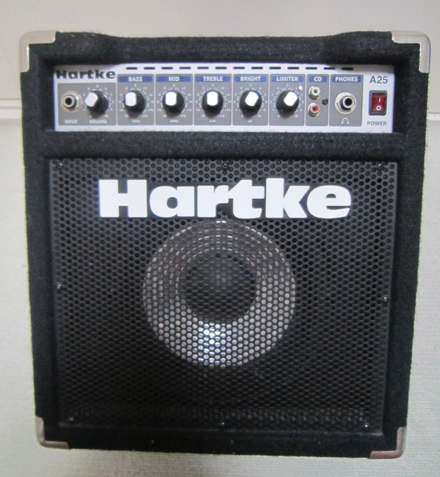 a view inside hartke a25 bass combo project ryu blog. Black Bedroom Furniture Sets. Home Design Ideas
